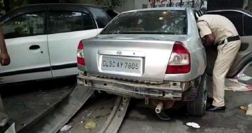 दिल्ली: तेज रफ्तार कार ने मंदिर के पास बैठे लोगों को कुचला, 2 की मौत
