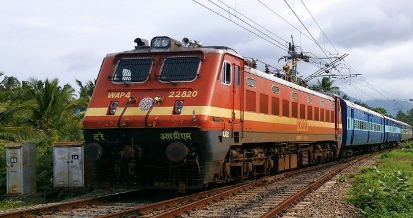देश में तीन मई तक सभी यात्री ट्रेनें रहेंगी निलंबित, रेलवें ने कहा- गुमराह करने वाली खबरों पर न दें