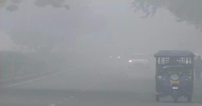 Delhi Weather Updates: घने कोहरे की चादर में ढ़की दिल्ली, वायु गुणवत्ता बहुत खराब