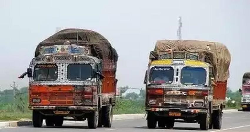 कश्मीर से दिल्ली पहुंचे एक ही नंबर प्लेट के दो ट्रक