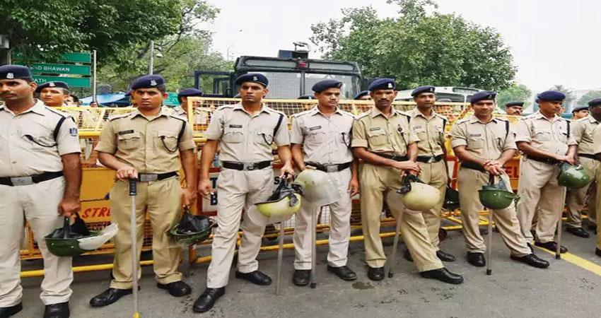 5 मर्डर वाले सवाल पर दिल्ली पुलिस ने कुछ यूं दिया CM केजरीवाल को जवाब