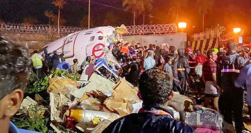 केरल विमान हादसा: अब तक 18 की मौत, 35 फीट नीचे गिर ऐसे दो टुकड़े हुआ विमान