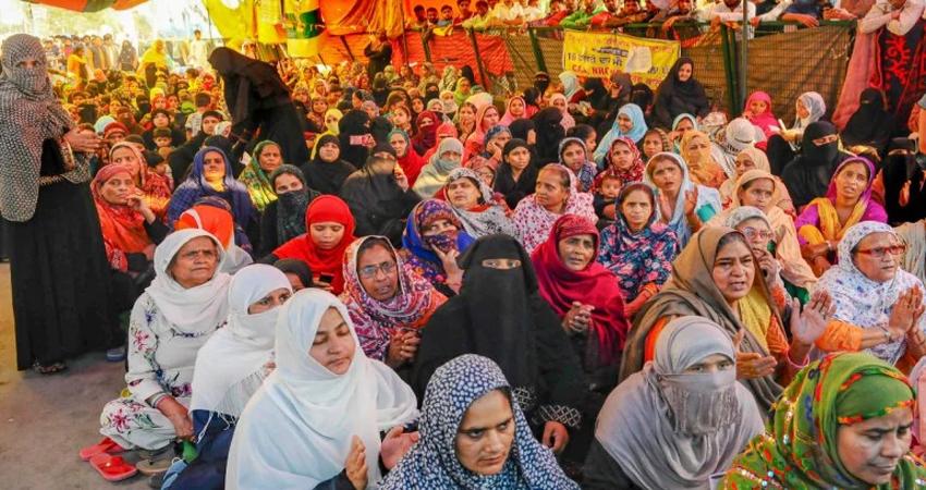 शाहीन बाग में प्रदर्शन जारी, महिलाओं ने बताया कोरोना से कैसे करती हैं बचाव