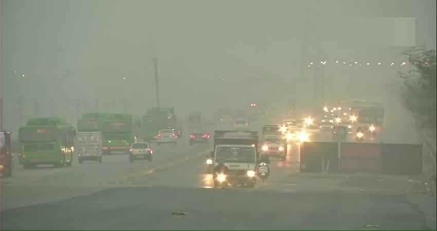 Delhi Weather Updates: घने कोहरे के साथ ठंड का कहर जारी, जानें क्या रहेगा आज का तापमान