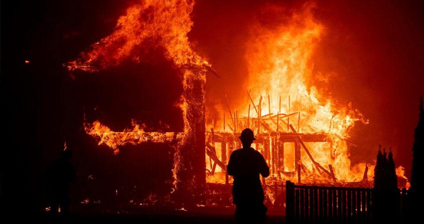 कानपुर के गोदाम में लगी आग, 5 लोगों को निकाला गया बाहर, रेस्क्यू ऑपरेशन जारी