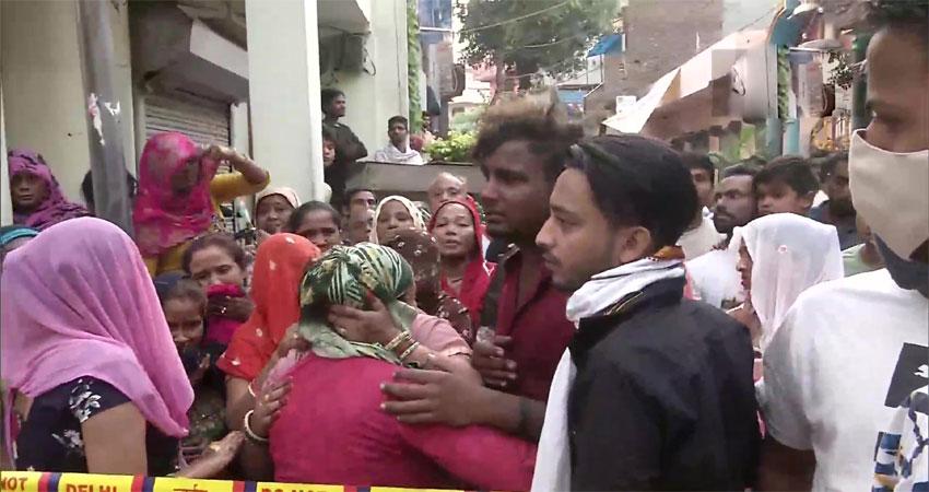 दिल्लीः सीमापुरी में तीन मंजिला इमारत में आग, एक ही परिवार के चार सदस्यों की मौत