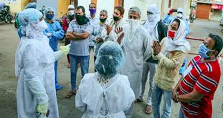 इंदौर में डॉक्टरों पर पथराव के बाद मुस्लिम समाज हुआ शर्मिंदा, विज्ञापन देकर मांगी माफी