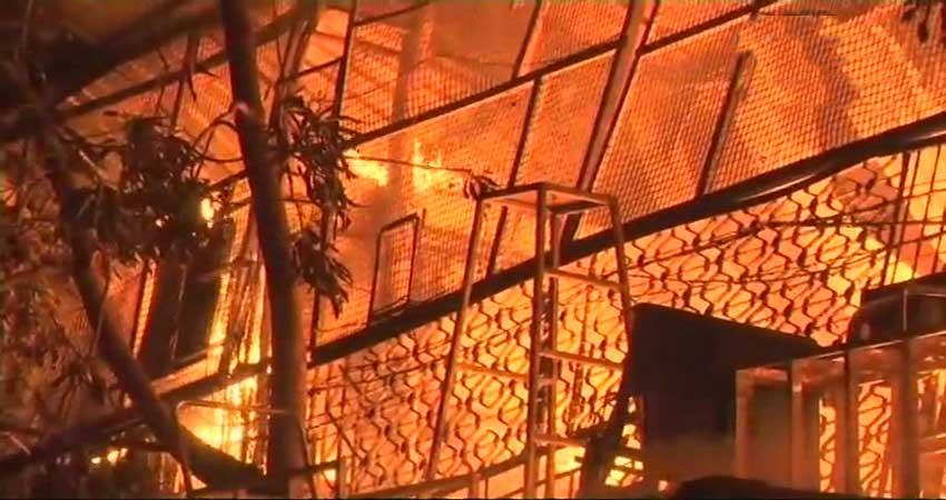 मुंबई: असल्फा गांव केकेमिकल गोदाम में लगी आग, 1 फायरकर्मी घायल
