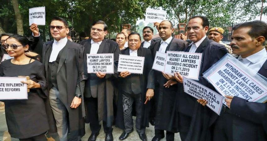 वकील vs पुलिस: आज भी जारी रहेगी वकीलों की हड़ताल, 15 को इंडिया गेट पर करेंगे बड़ा प्रदर्शन