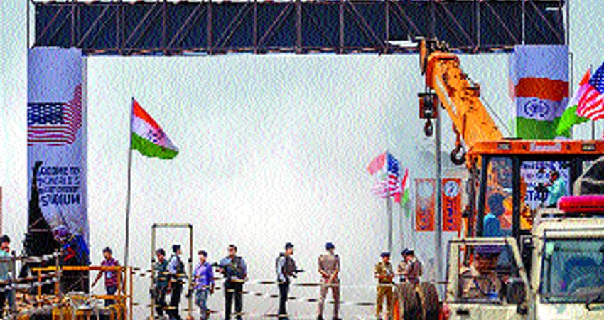 डोनाल्ड ट्रंप की यात्रा से पहले अहमदाबाद स्टेडियम का गिर गया था प्रवेश द्वार