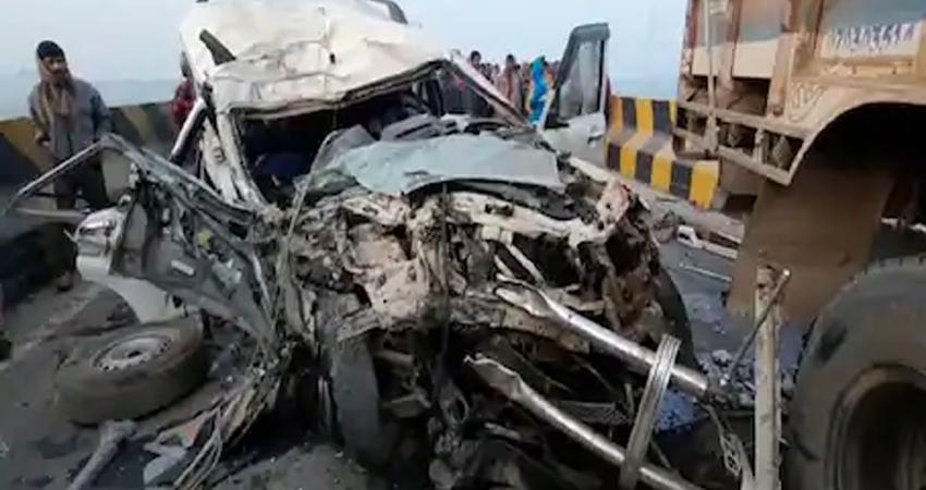 बिहारः कटिहार में ट्रक और स्कार्पियो की टक्कर, 6 लोगों की मौत