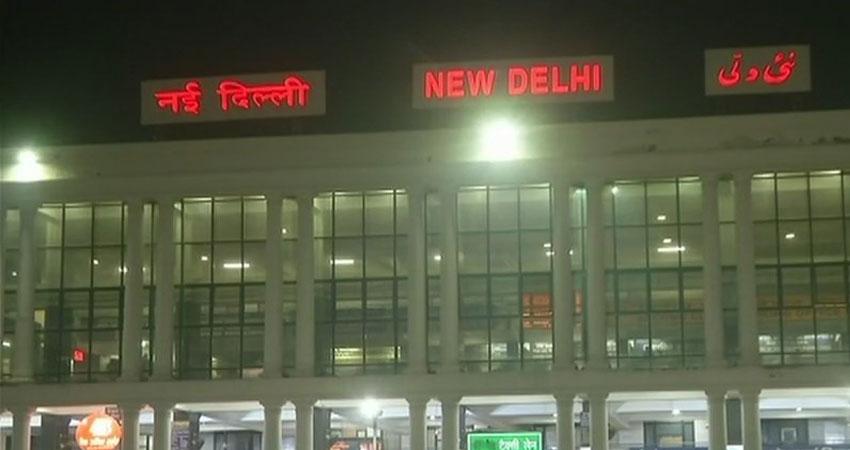 प्रदूषण के साथ उत्तर भारत में कोहरे का सितम, 12 ट्रेनें हुई लेट