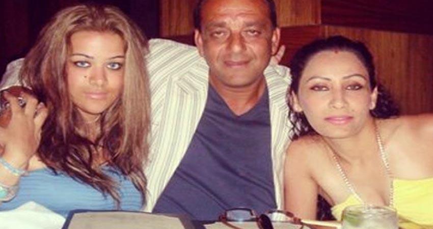 मान्यता के इस ग्लैमरस फोटो पर संयज दत्त की बेटी ने किया कमेंट, मां-बेटी के बीच दिखा खास बॉन्ड