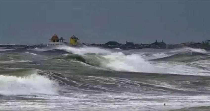 तमिलनाडु-पुडुचेरी से गुजरा ''निवार'', कई इलाकों में भारी जलभराव