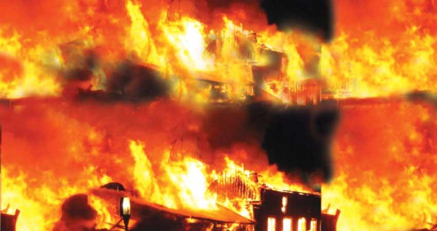 फोम फैक्ट्री में लगी भीषण आग, मौके पर पहुंची दमकल की 7 गाड़ियां