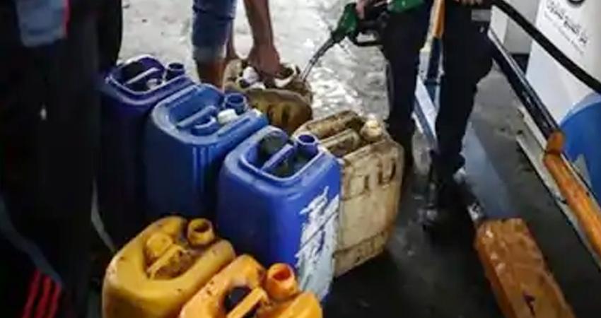 सस्ता पेट्रोल लेने नेपाल जा रहे UP-बिहार में सीमा इलाके के लोग, सस्ता मिल रहा ईंधन