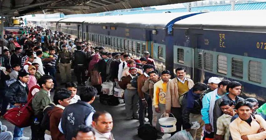 दिवाली 2019: रेलवे और मेट्रो में उमड़ी यात्रियों की भीड़, अप्रत्याशित घटना के लिए विशेष उपाय