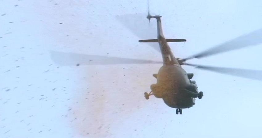 सम्मान! कोरोना से जंग करते पुलिसकर्मियों पर आसमान से बरसे फूल