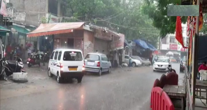 अगले दो घंटे में दिल्ली के इन इलाकों में हो सकती है बारिश, जानें आने वाले दिनों में कैसा रहेगा मौसम