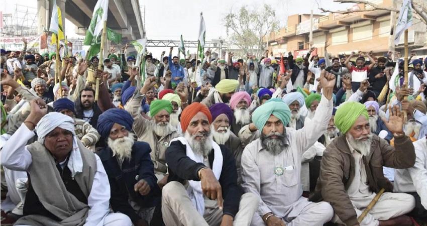 किसानों को दिल्ली की सीमाओं से हटाने के लिए गृह मंत्रालय की रणनीति तैयार