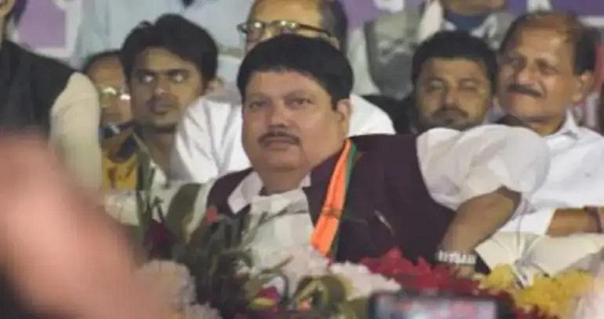 प. बंगाल: BJP सांसद के घर के बाहर बम धमाके, राज्यपाल बोले स्थिति चिंताजनक