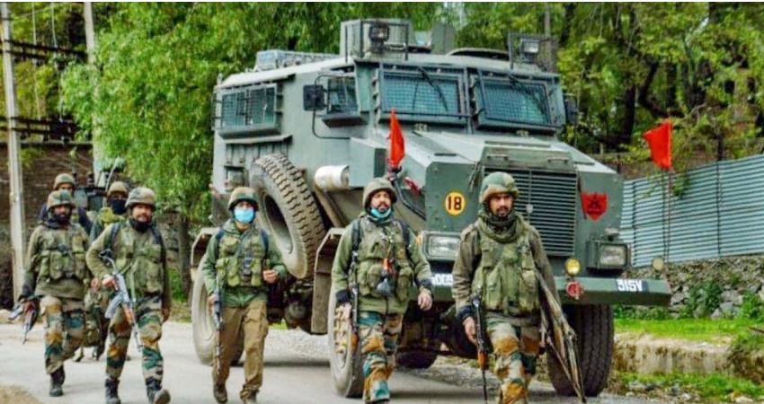 J-K: कश्मीर में 5 आतंकी ढेर, 2 एके राइफल सहित हथियार और गोला-बारूद बरामद