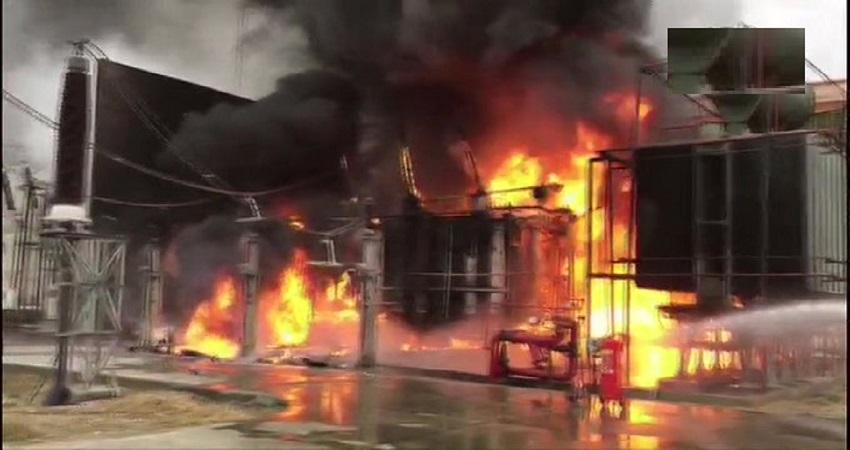 ग्रेटर नोएडा: बिजली घर NPCL के सब स्टेशन में लगी भीषण आग, दमकल की कई गाड़ियां मौके पर