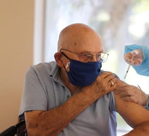 जानें बुजुर्गों और गंभीर बीमारी से ग्रसित लोगों को कोरोना...
