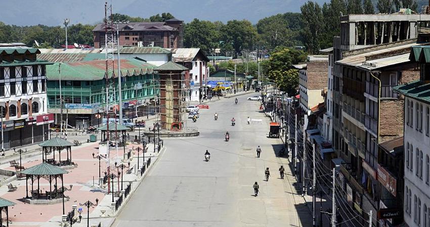 सामान्य होने लगे हैं कश्मीर के हालात, घाटी में 69 और जम्मू से 81 जगहों से हटी पाबंदी