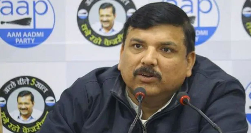 चुनाव आयोग पहुंची आप, भाजपा नेताओं पर FIR की मांग