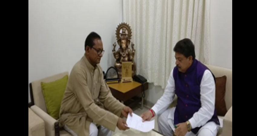 कांग्रेस के दो विधायकों ने गुजरात विधानसभा से दिया इस्तीफा, थामा BJP का दामन
