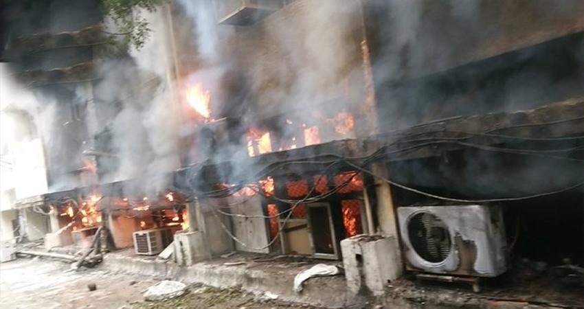 दिल्ली के परिवहन विभाग मुख्यालय में लगी आग, दमकल की 8 गाड़ियां मौके पर