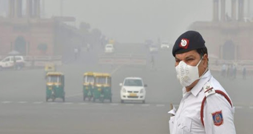 दिल्ली: गंभीर स्तर पर पहुंचा प्रदूषण का स्तर, AQI 900 के पार, आंखों को हो सका है नुकसान