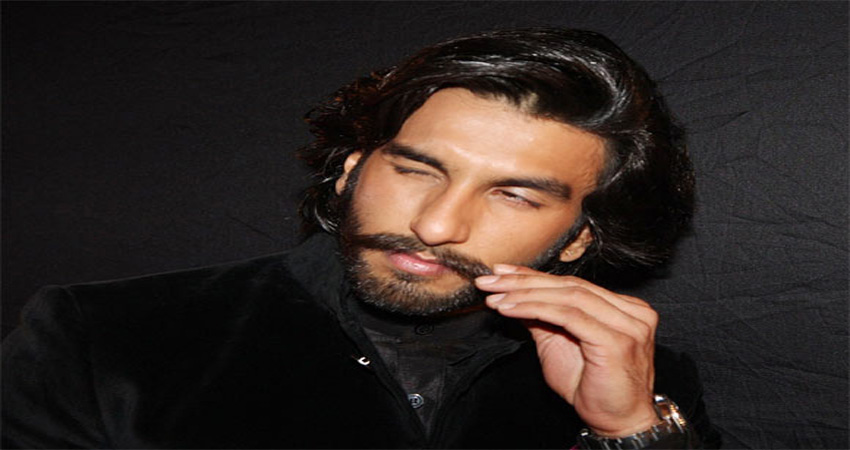 हर किरदार में खुद को ढालने वाले रणवीर सिंह का आज है जन्मदिन, इन मुश्किलों से उभर कर बन गए सुपरस्टार