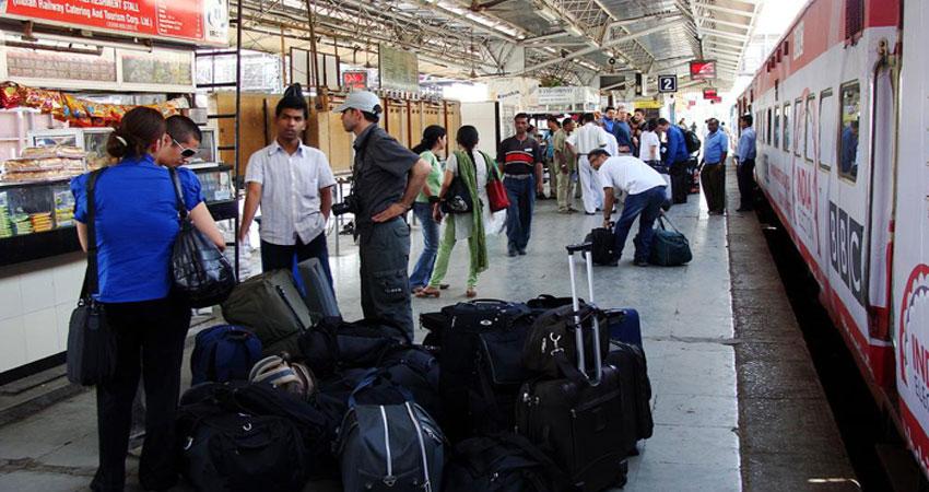 बेहतर सुरक्षा के लिए रेलवे ने उठाया सख्त कदम, बिना टिकट अब स्टेशन के अंदर जाना मुश्किल