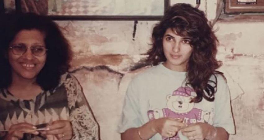 ट्विंकल खन्ना ने नानी संग शेयर की ये प्यारी तस्वीर, बुनाई करते आईं नजर