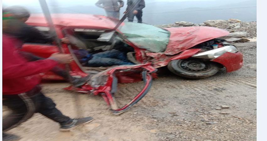 ऋषिकेश-चंबा-गंगोत्री हाईवे पर कार के बोनट पर गिरे भूस्खलन के पत्थर, तीन घायल