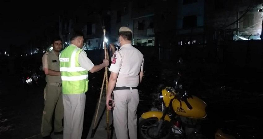Delhi Crime: दो पक्षों के बीच विवाद में चली ताबड़तोड़ गोलियां, बचाव को आई पुलिस पर हुआ पथराव