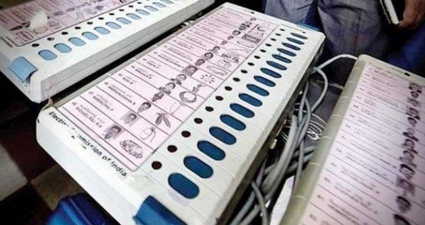 प. बंगाल चुनाव: TMC नेता के घर से 4 EVM बरामद, हुगली में BJP कार्यकर्ता की मां की हत्या