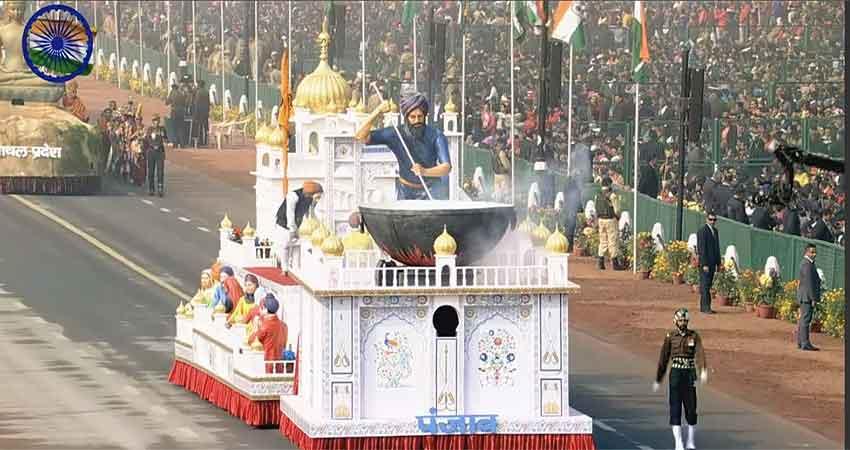 #RepublicDay: इतिहास की झलक के साथ राजपथ पर दिखी देश की ताकत