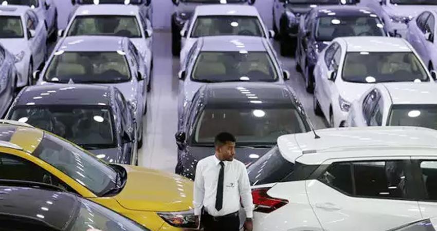 यात्री वाहनों की बिक्री मार्च में 28.39% बढ़ी, दोपहिया वाहनों में 35.26% की गिरावट