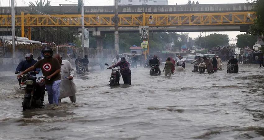 मुम्बई में नहीं थम रहा बारिश का कहर, जारी हुआ अलर्ट, बंद रहेंगे स्कूल और कॉलेज