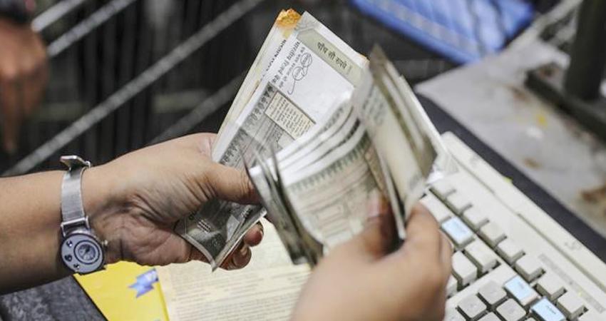 शुरुआती कारोबार में सेंसेक्स 119.98 अंक चढ़ा, रुपया अमेरिकी डॉलर के मुकाबले चार पैसे टूटा