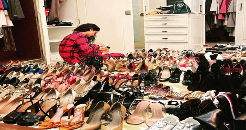 कंगना ने नए साल पर की अपने जूतों की सफाई, यूजर्स ने कहा- बॉलीवुड वालों बच के रहना...