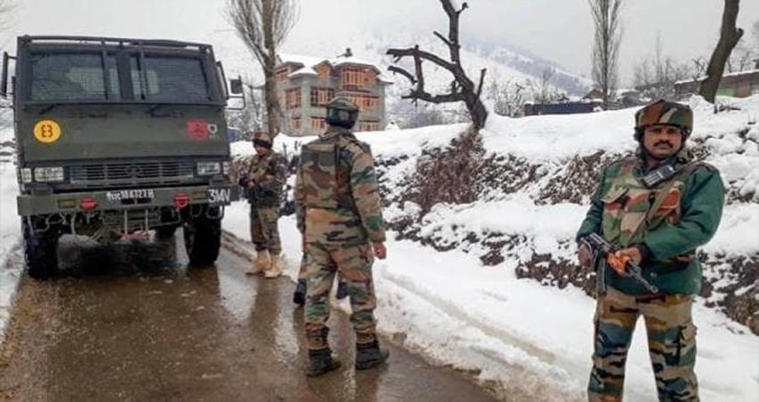 कश्मीरः सुरक्षाबलों ने जैश कमांडर कारी सहित 3 आतंकियों को घेरा, मुठभेड़ जारी