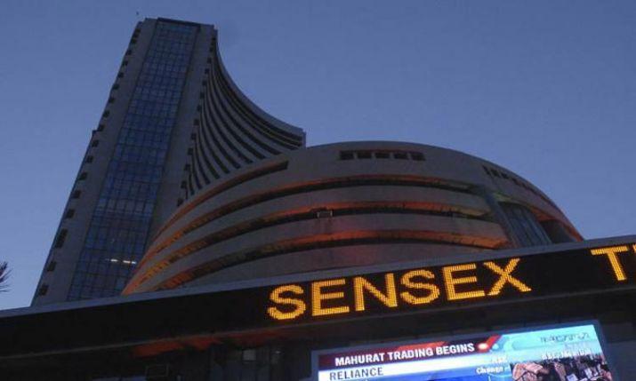 सेंसेक्स शुरुआती कारोबार में 300 अंक नीचे, बैंक, वित्त कंपनियों के शेयरों में गिरावट