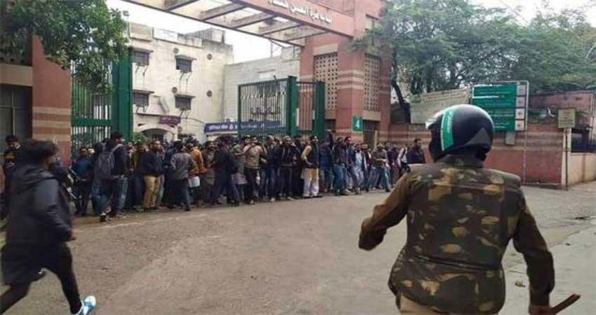 CAB के खिलाफ जामिया के छात्रों का प्रदर्शन, कश्मीर की तर्ज पर की पत्थरबाजी