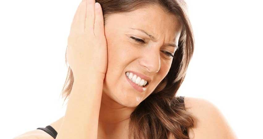 ठंड में कान के दर्द को ना ले हल्के में, जरूरी बातों का रखें ध्यान