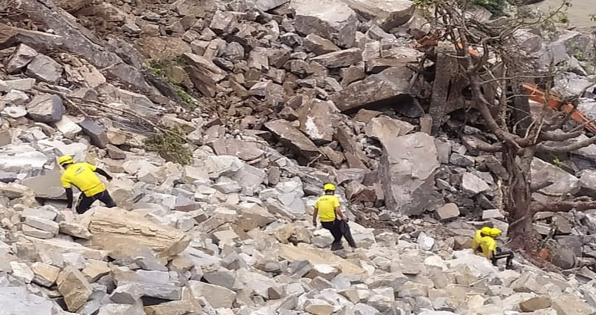 उत्तराखंड: एनएच-58 पर बड़ा हादसा, मलबे की चपेट में आने से तीन ऑपरेटर की मौत