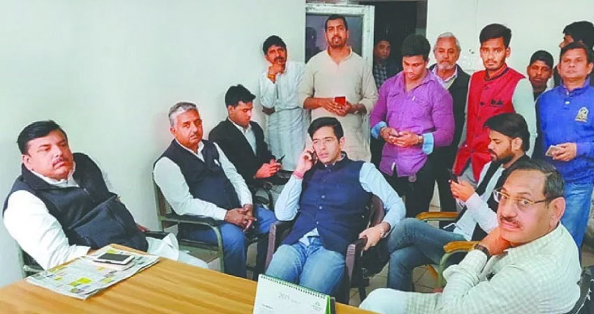 दिल्ली पुलिस पर संजय सिंह ने साधा निशाना, कहा- शाह के गुंडों की तरह कर रही है काम